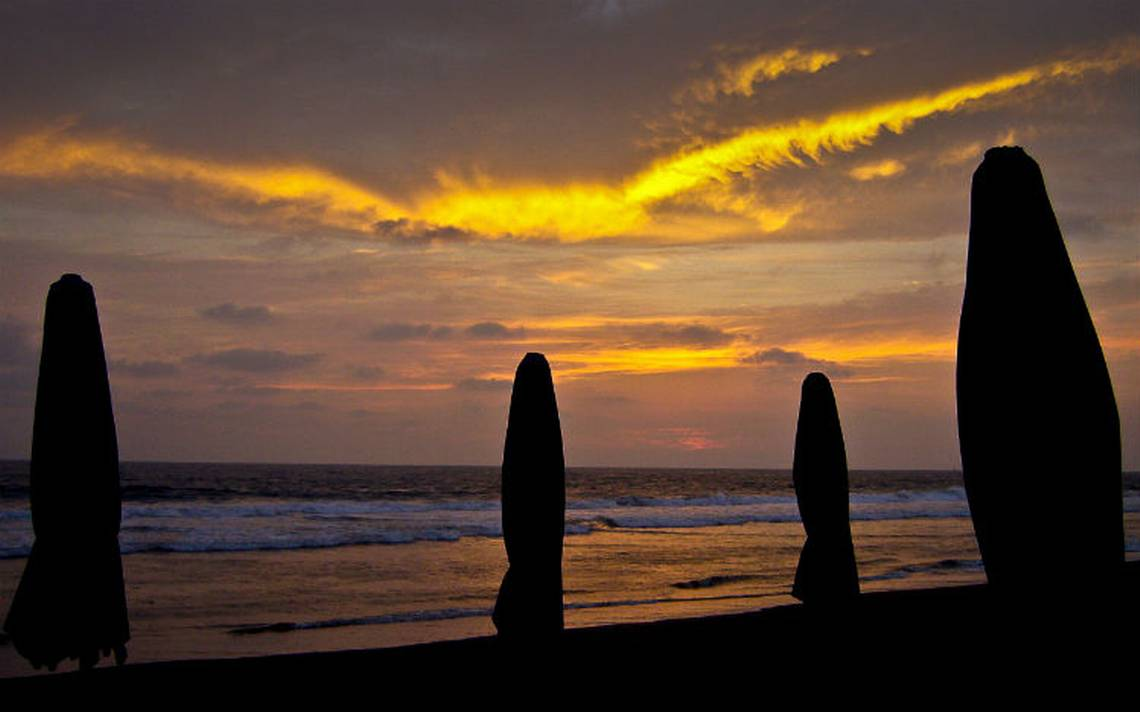 Cuyutlan-colima-playa.jpg
