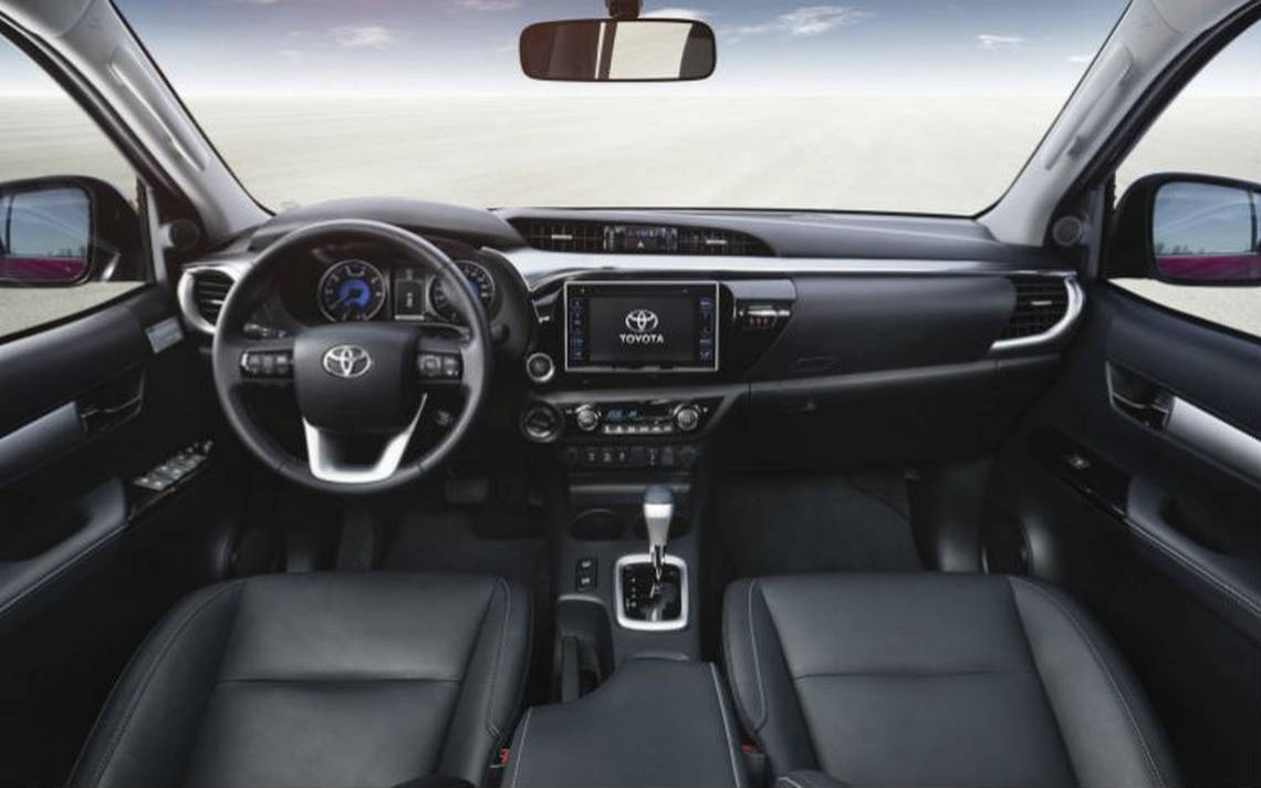 Toyota-hilux-interior.jpg