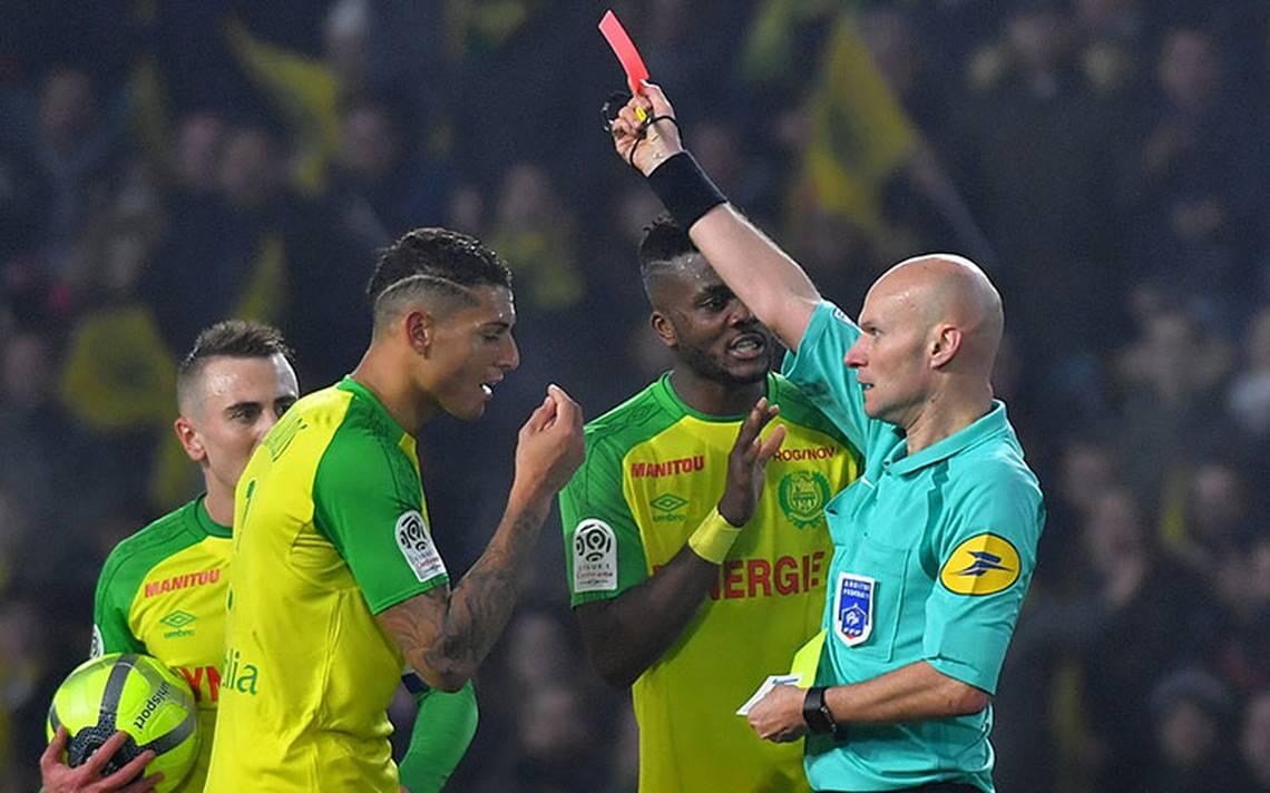 liga-francia_arbitro_golpeador_expulsa.jpg