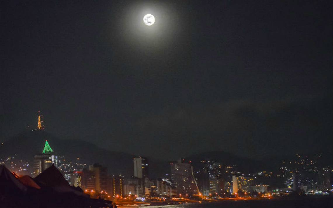 luna acapulco.jpg