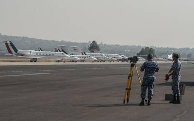 Resultado de imagen para aeropuerto santa lucia y claudio x gonzález