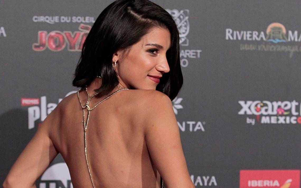 La actriz chilena Giannina Fruttero en su llegada a la alfombra roja, previo a la entrega de los Premios Platino en su edicion 2018.png