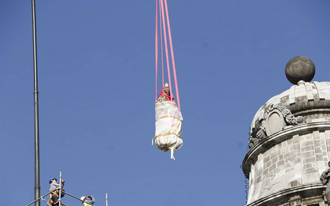 Retiran figuras dañadas por sismo de la Catedral Metropolitana