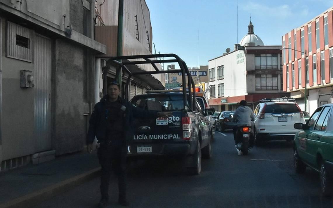 Irapuato - ¡De película! Policías irrumpen en grabación, golpean a actores   (1).JPG
