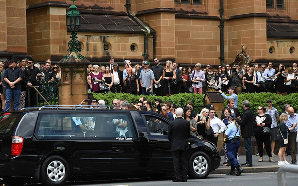 malcolmyoung-funeral-acdc-3.jpg