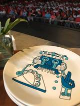 Este es plato conmemorativo patrocinado por Anfora.