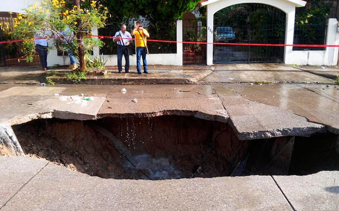 socavon-ciudadmadero-tamulipas-camion-basura-2.jpg