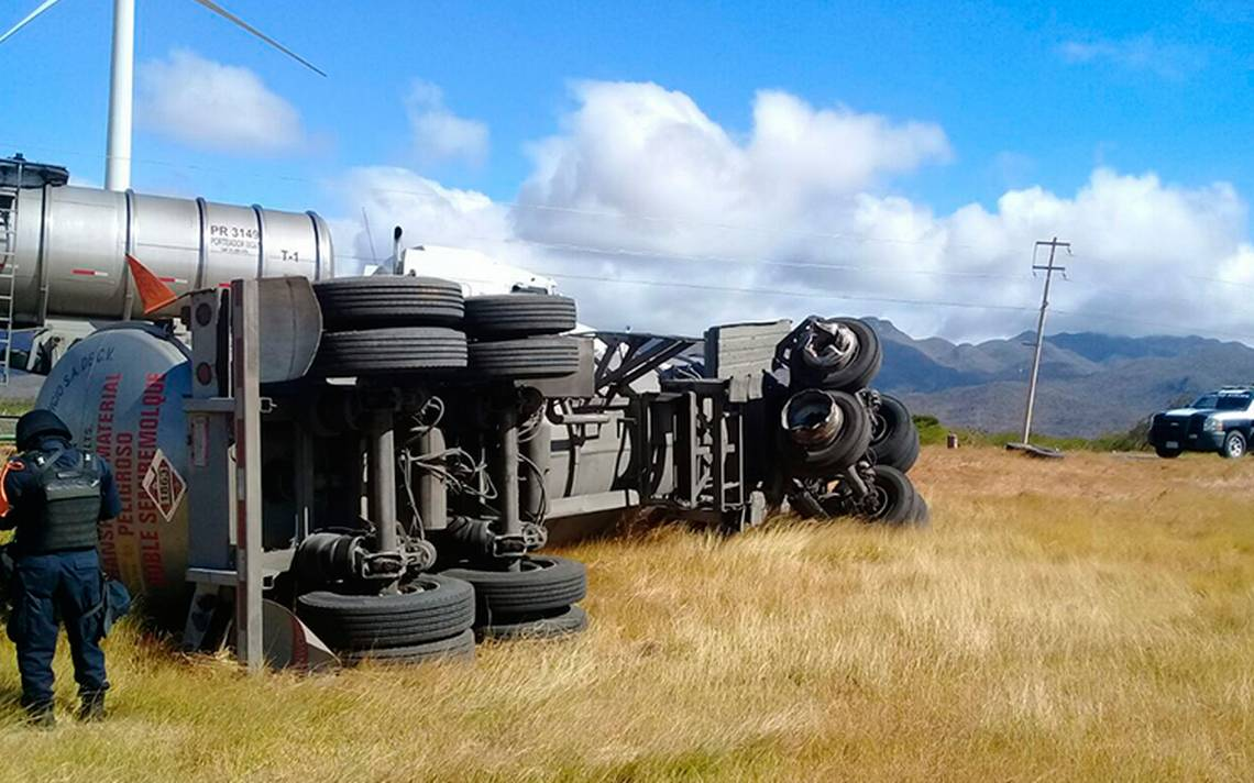 trailer-volcadura-viento-oaxaca-1.jpg
