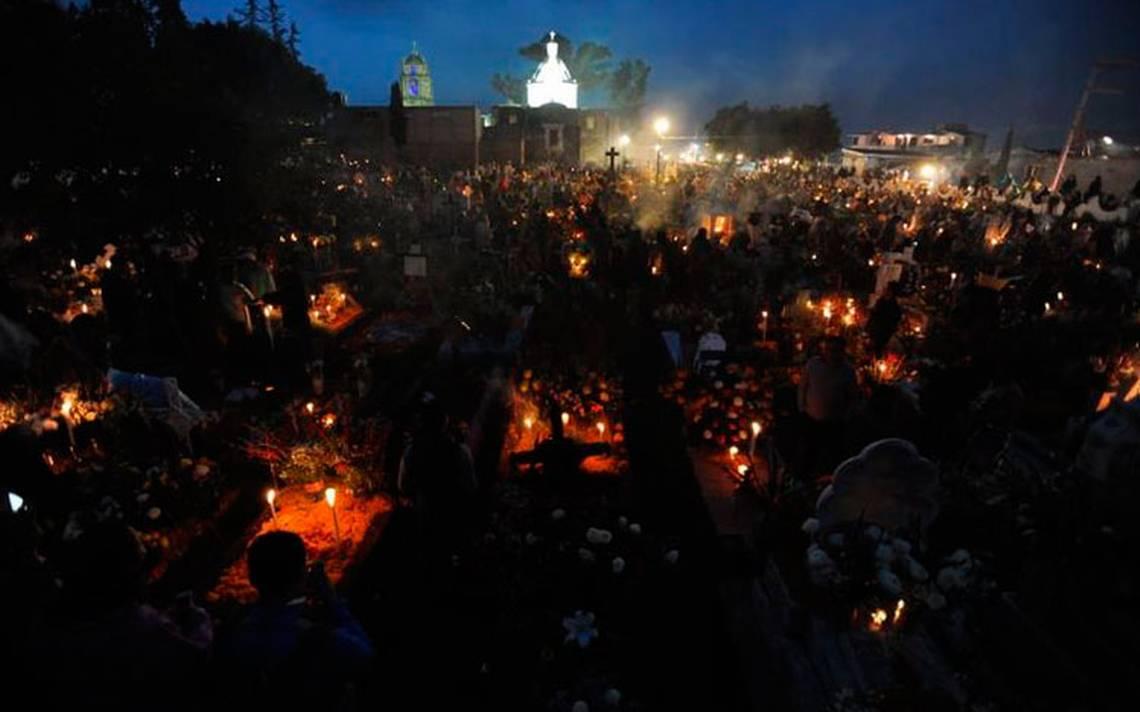Día De Muertos En Pátzcuaro Vive La Magia De Las: Copal, Cempasúchil Y Veladoras, Así Se Vive La Magia Del
