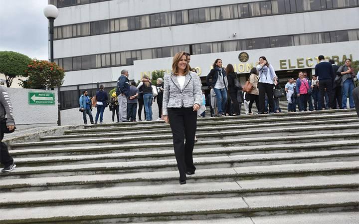 Recibe Margarita Zavala constancia del INE como candidata independiente