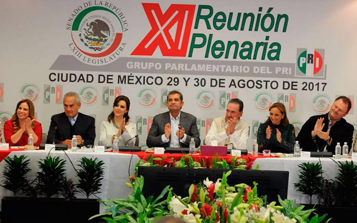 pri-enriqueochoareza-plenaria-senado2.jpg