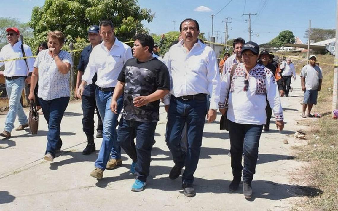 Alejandro Murat se reúne con familiares de víctimas por desplome de  helicóptero en Oaxaca - El Sol de México 7143ac22532