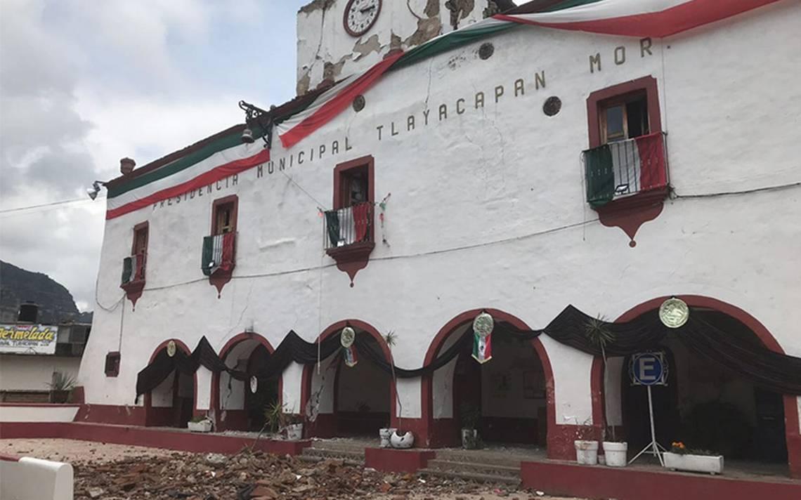 Peña Nieto recorre zona de desastre por el sismo en Morelos