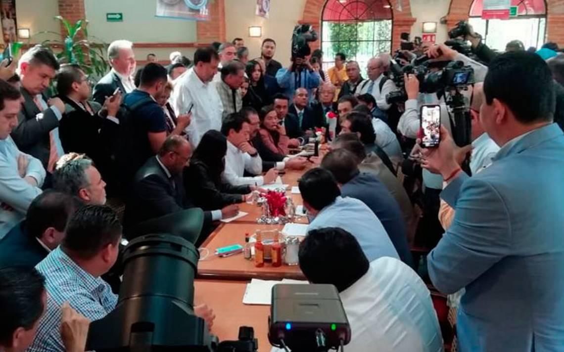 """Diputados """"sesionan"""" en un Sanborns tras bloqueo en San Lázaro - El Sol de México"""