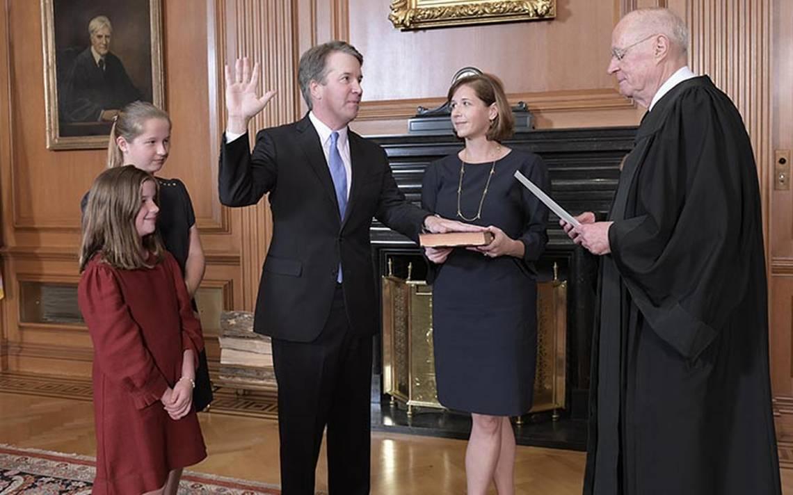Resultado de imagen para Foto de la posesión de Brett Kavanaugh como juez del Tribunal Supremo