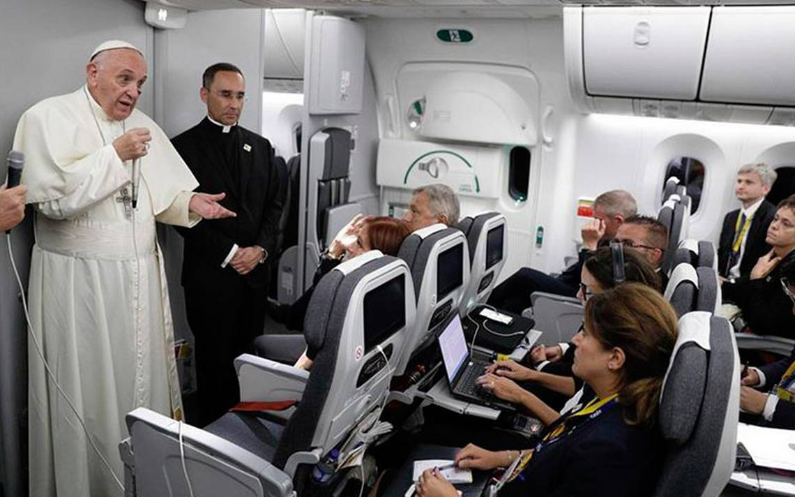papafrancisco-vaticano-avion.jpg
